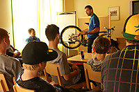 BikeMechaniker Workshop  User: News-Pics 2013-05-10, 17:54 1600 x 1065 Pixel  Location: Bikepark Tirol - Steinach am Brenner Riders: MS Mondraker Team  Klicks: 199 Rating: 0,0  Dateiname: DTD_Mechnaiker-Workshop_Trail_Solutions.jpg