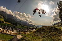 26TRIX beim Out Of Bounds Festival in Leogang Dateiname: OOB_26Trix_Action_Darren_Berrecloth_by_Ale_Di_Lullo.jpg