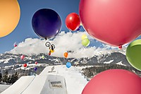 White Style 2016 Dateiname: WhiteStyle_2016_Balloon_Shooting_Diego_Caversazi_Photo_Christoph_Laue_01.jpg